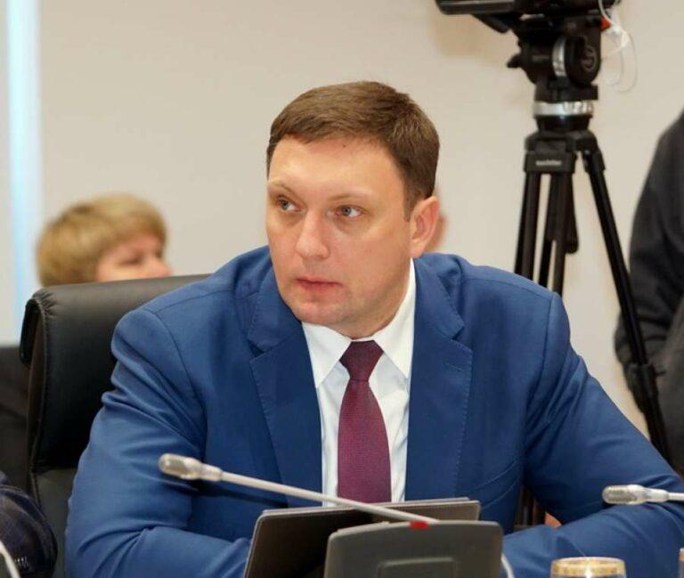 Николай Лукьяненко: никто не может запретить родителям давать детям продукты в школу