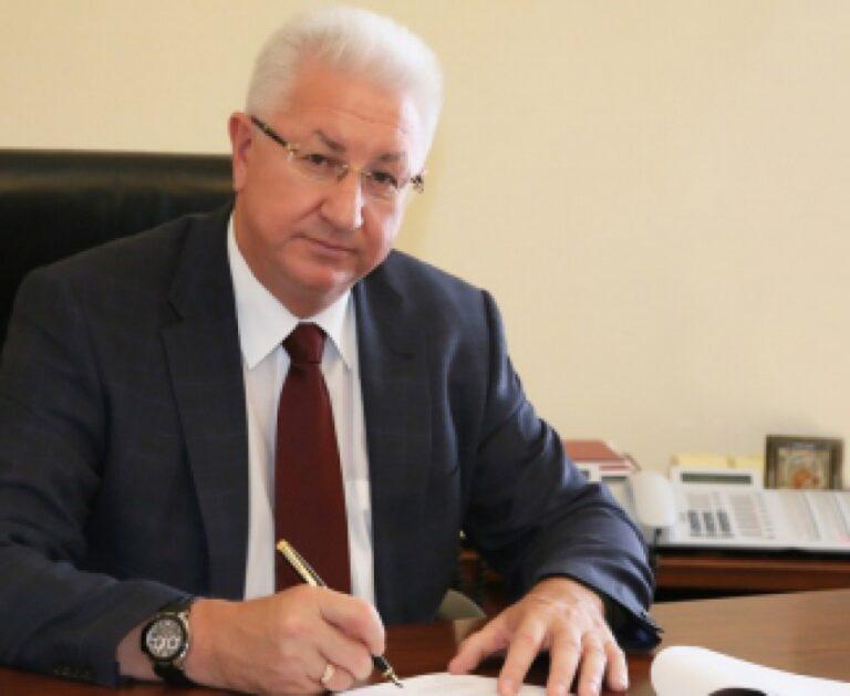 Астраханская область — лидер России по росту зарплат чиновников в муниципальных образованиях