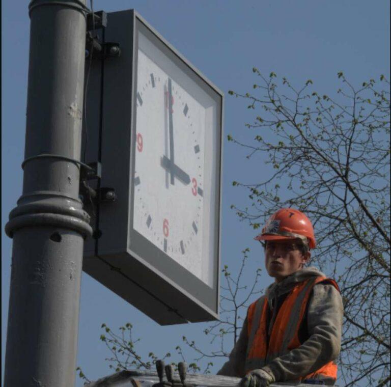 Битва часов: Волгоградская область «отмечает» годовщину перехода на местное время