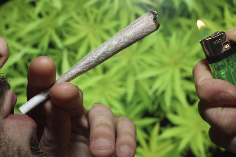 Кто первым придумал курить марихуану магазины по продаже семян конопли в к