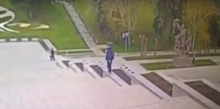 """""""Потерял равновесие"""": гибель работника на Мамаевом Кургане попала на видео"""