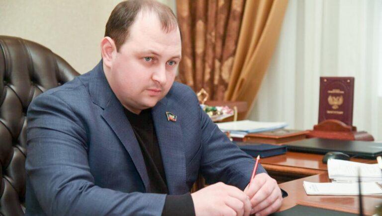 В Элисте повторно назначили сити-менджером выходца из ДНР, отставки которого требуют тысячи местных жителей