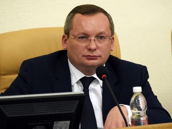 Главный единоросс Астраханской области в свой день рождения сложил полномочия
