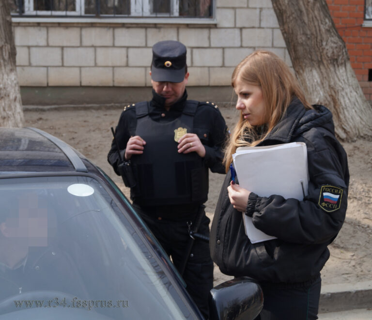 Волгоградский пристав проснулся раньше должника и арестовал дорогой кроссовер