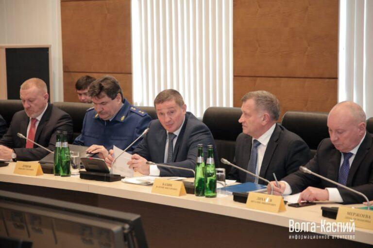 «Концессии пищеснабжения»: Андрей Бочаров предложил передать питание школьников в одни руки
