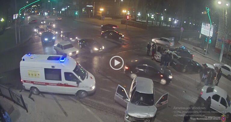 Двое госпитализированы: водитель «десятки» устроил массовое ДТП в Волгограде