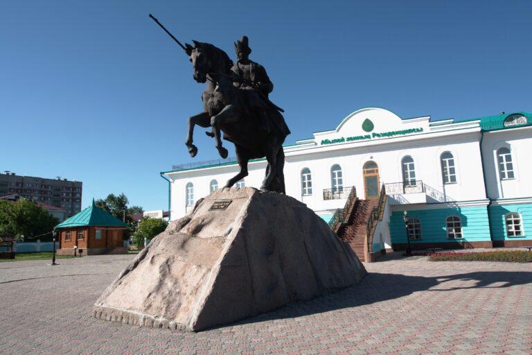 Из-за коронавируса закрыли границы с Казахстаном
