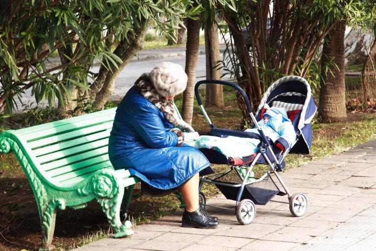 В Волгоградской области изменили порядок ежемесячной выплаты на детей до трех лет