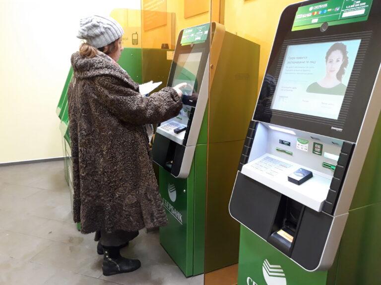 В Волгоградской области переход пенсионеров на карту «Мир» продлили до 1 октября
