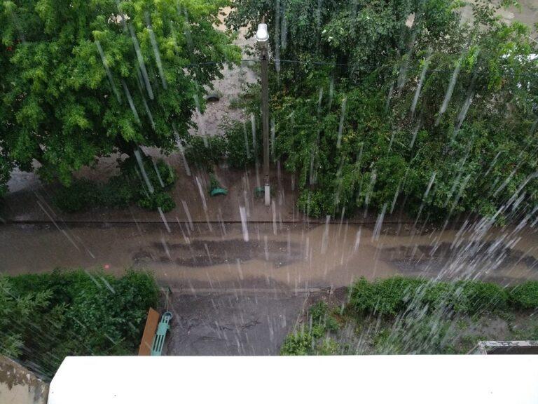 Новая рабочая неделя в Волгограде началась с дождей
