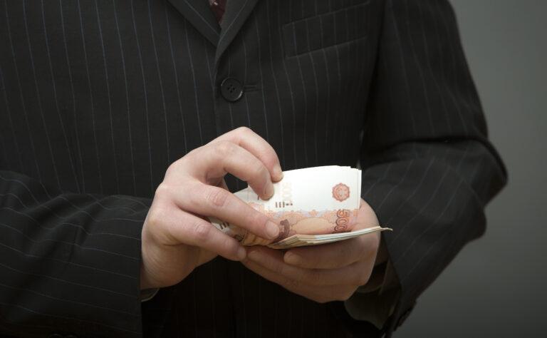 Под Волгоградом замглавы администрации получал взятки под видом арендных платежей