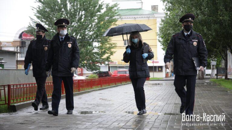 Ловили выходящих из транспорта: в Волгограде проверяют соблюдение масочного режима