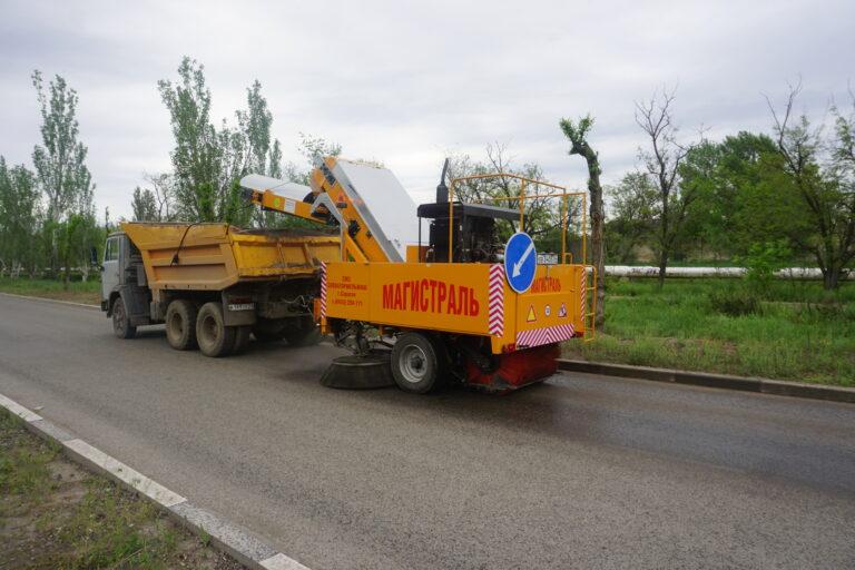 Дворы Волжского подметает машина за 6 миллионов рублей