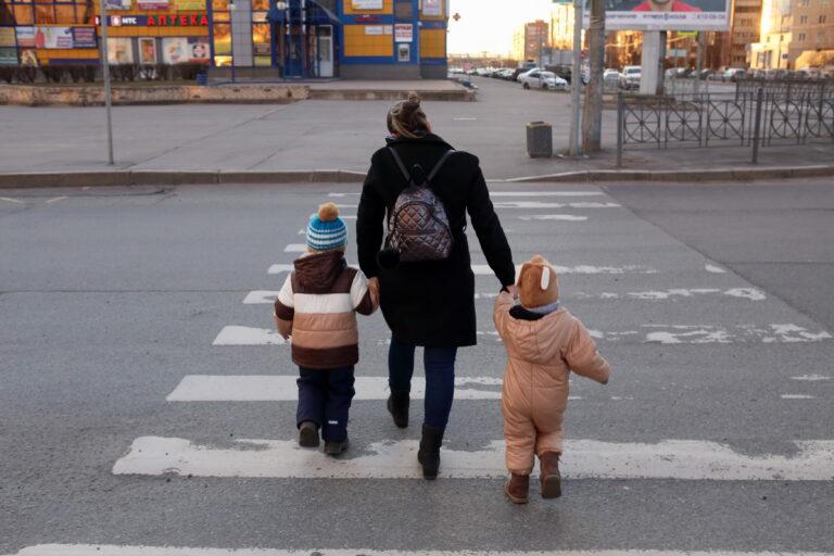 С 20 мая волгоградцы смогут оформить пособия на детей в возрасте от 3 до 7 лет