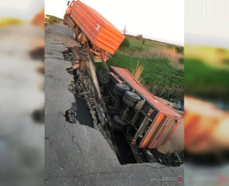 В Жирновском районе под перегруженным «КАМАЗом» обрушился мост