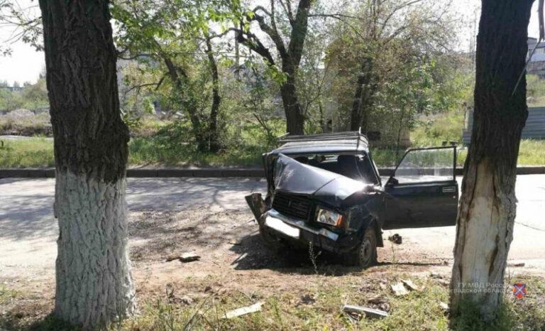 Пожилой водитель «ВАЗа» скончался после столкновения авто с деревом