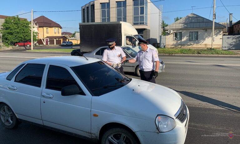 В Волгограде вышедших с самоизоляции водителей ловили из-за тонированных стекол