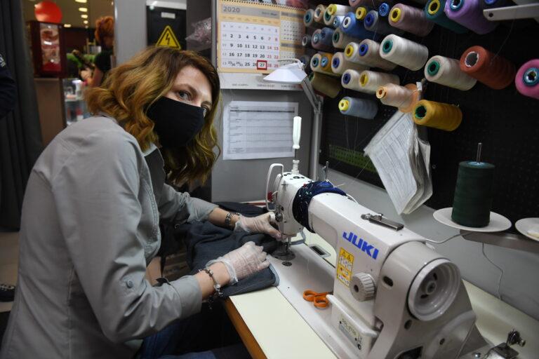 Первому предприятию в Волгоградской области выдали удостоверение на пошив медицинских костюмов