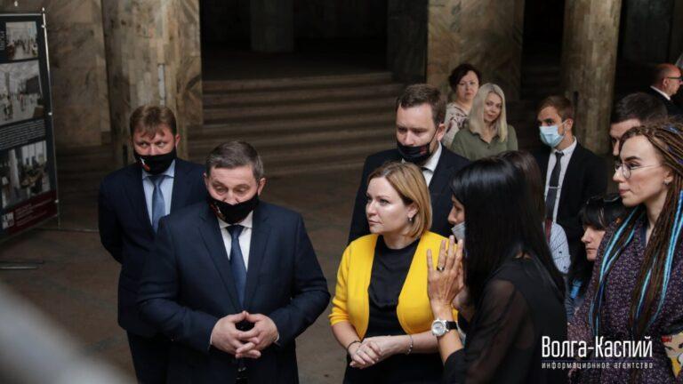 Андрей Бочаров и Ольга Любимова посетили Центральный универмаг