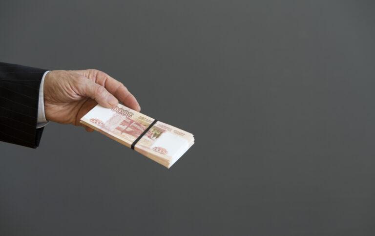 Бывший замглавы администрации Жирновского городского поселения обвиняется в крупной взятке