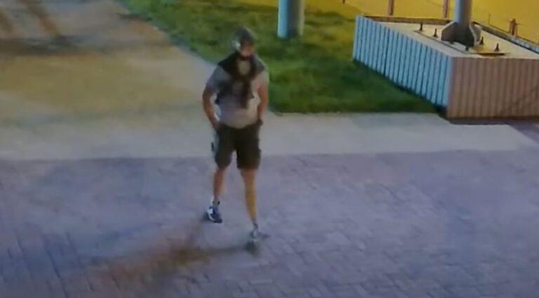 Волгоградский СК опубликовал новое видео с возможным убийцей студента ВолгГМУ