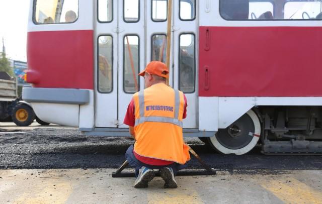 В Волгограде на улице Гончарова начался ремонт трамвайного переезда
