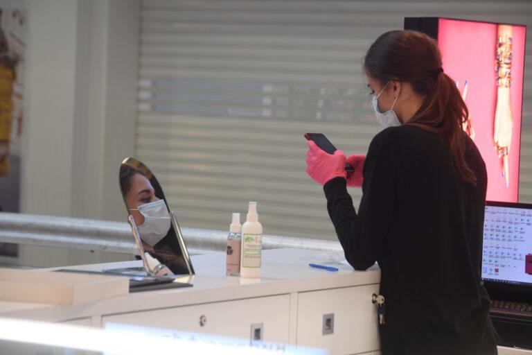 В Волгоградской области отменили обязательное ношение перчаток