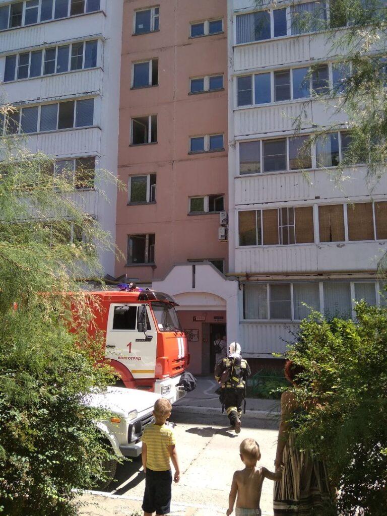 В Волгограде мать на руках вынесла детей из горящей квартиры