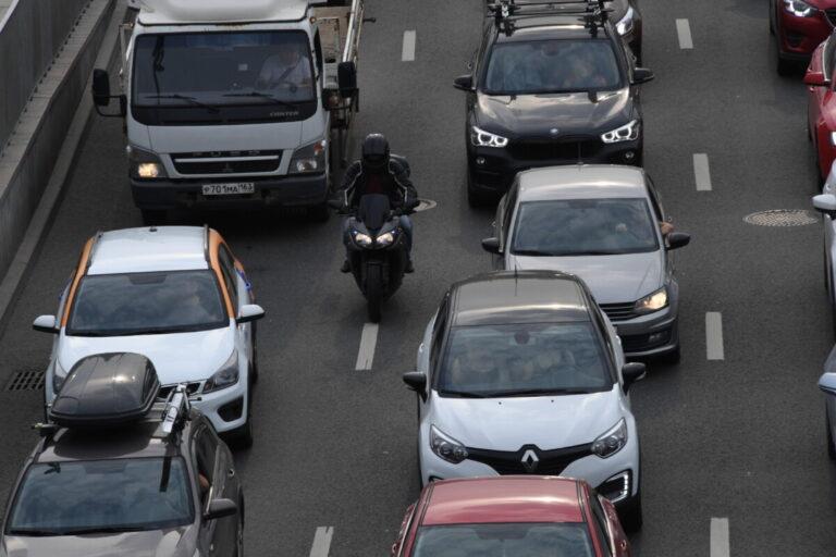 Мотоциклистам хотят запретить лавировать в транспортном потоке
