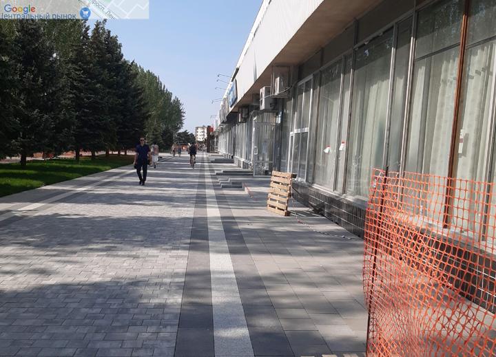 В Волжском фасады магазинов уродуют обновленный проспект Ленина