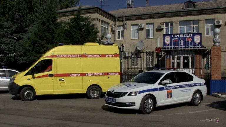 Волгоградские водители иногда мешают проезду скорой помощи