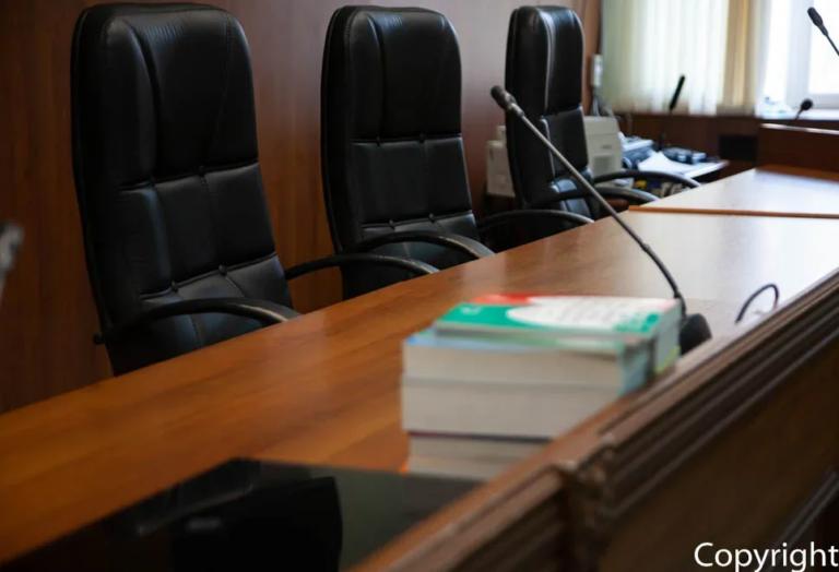 В Волгограде осудили таксиста, выдававшего себя за сотрудника правоохранительных органов, оклеветавшего пассажира и сообщавшего о лже-терактах