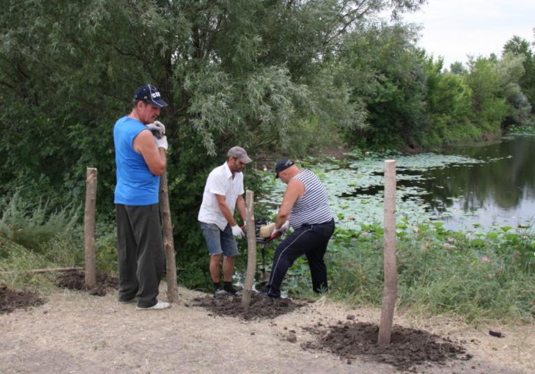 В поселке Красный Буксир Волгоградской области начали благоустраивать Озеро лотосов