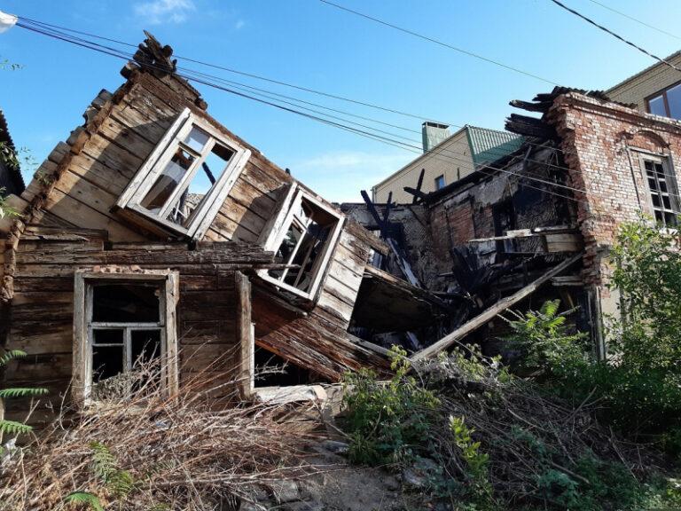 В Астрахани требуют расселить и снести 32 аварийных дома