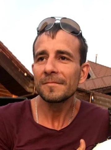 В Волгоградской области ищут уплывшего на лодке мужчину в плавках