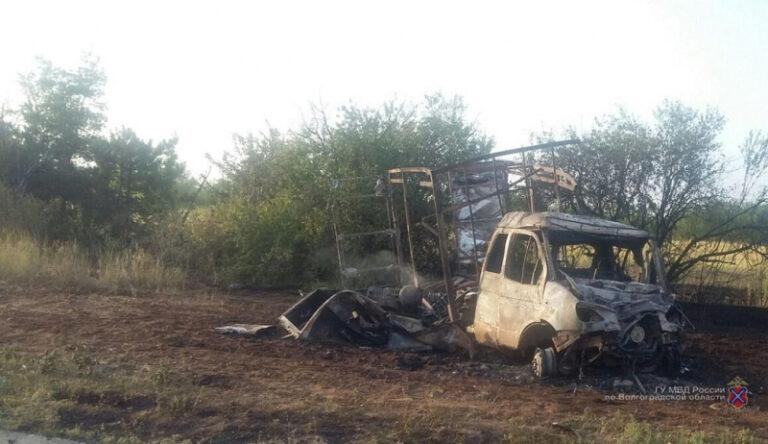 На трассе под Волгоградом сгорели два грузовика: есть пострадавший