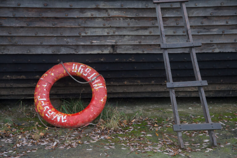 Под Волгоградом близкие пропавшего на лодке мужчины отправились на опознание тела