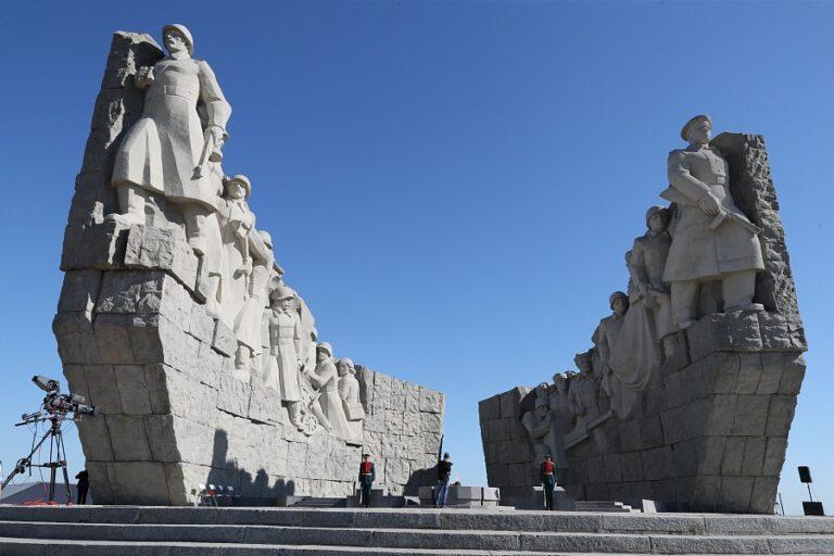 Волгоградский губернатор принял участие в открытии памятника «Самбекские высоты» в Ростовской области