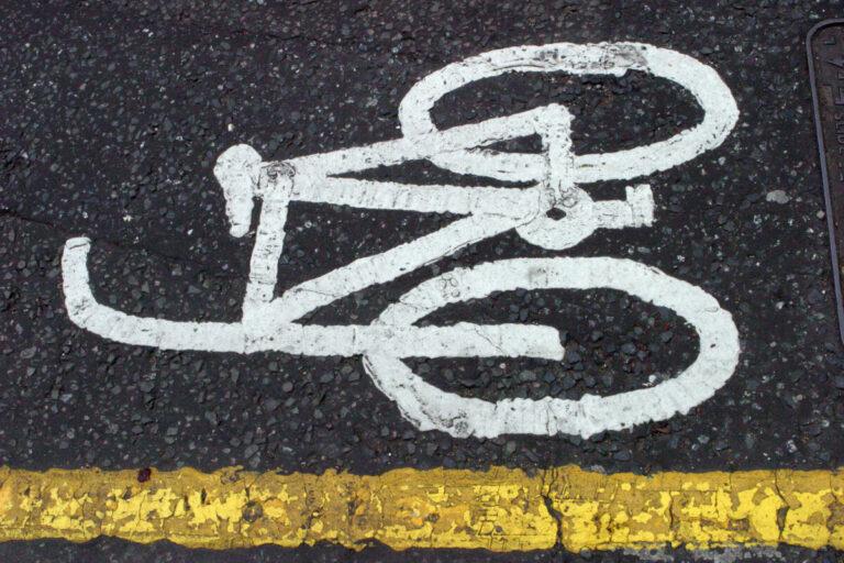 В Волгограде незнакомец угнал велосипед на глазах у хозяина