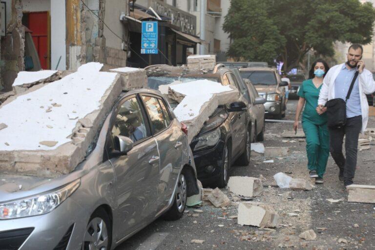 СМИ сообщают о более сотни погибших после взрыва в Бейруте