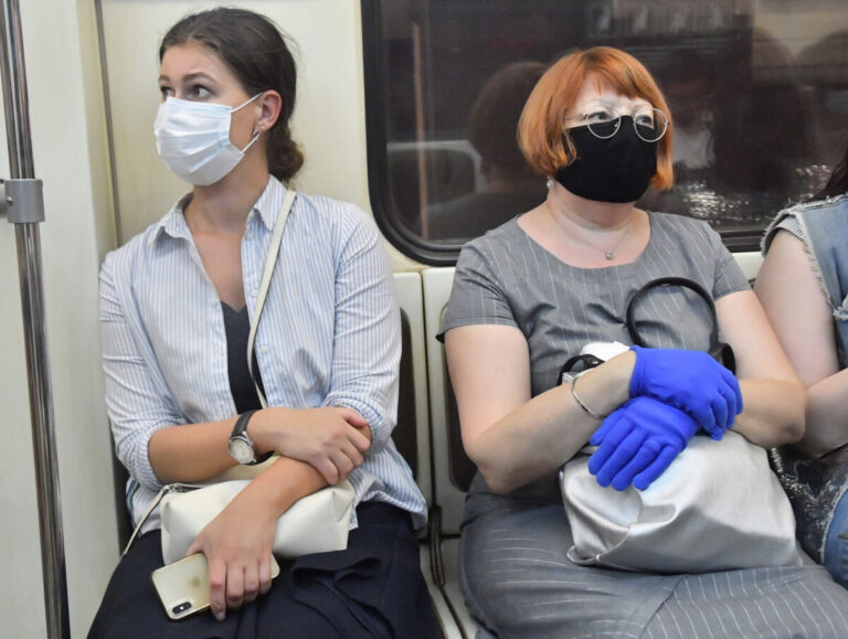 В Астраханской области построят завод по производству медицинских перчаток