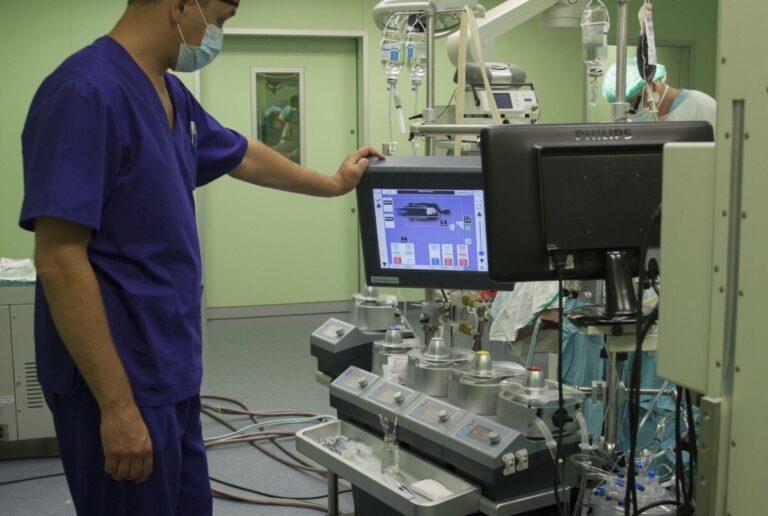 Главврач кардиологического центра: COVID-19 может вызвать проблемы с сердцем и у абсолютно здоровых людей