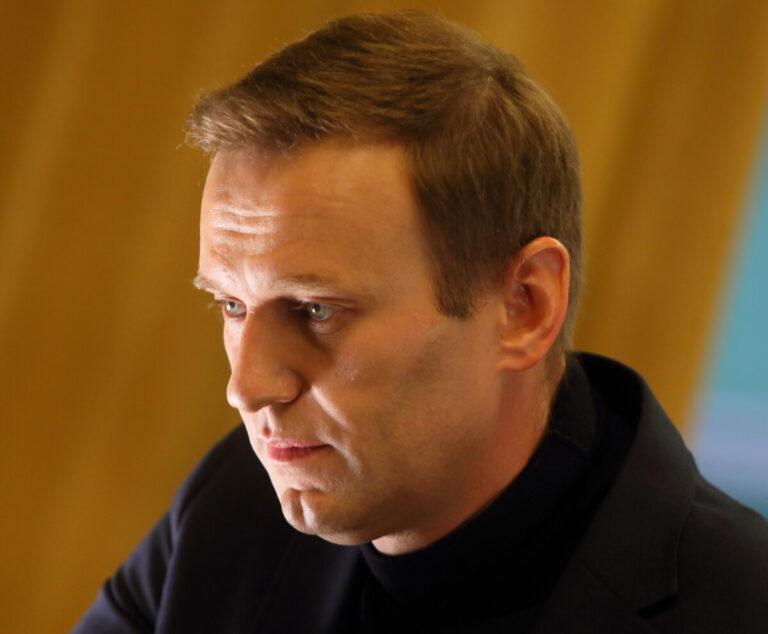 «Требовали отчета каждый час»: сотрудница омской больницы пожаловалась на поведение близких Навального