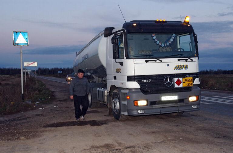 В Волгоградской области до конца августа действует ограничение для большегрузов