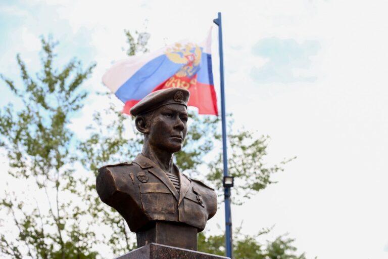 В Астраханской области открыли памятник герою-десантнику легендарной 6-й роты