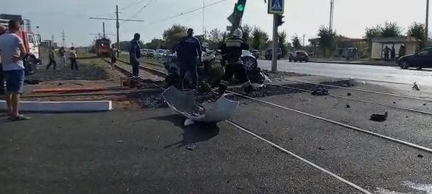 В Волжском «Peugeot» «намотался» на столб: водитель погиб