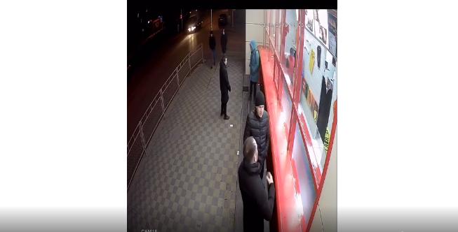 В Волгограде почти год ищут причастных к краже телефона у подростка