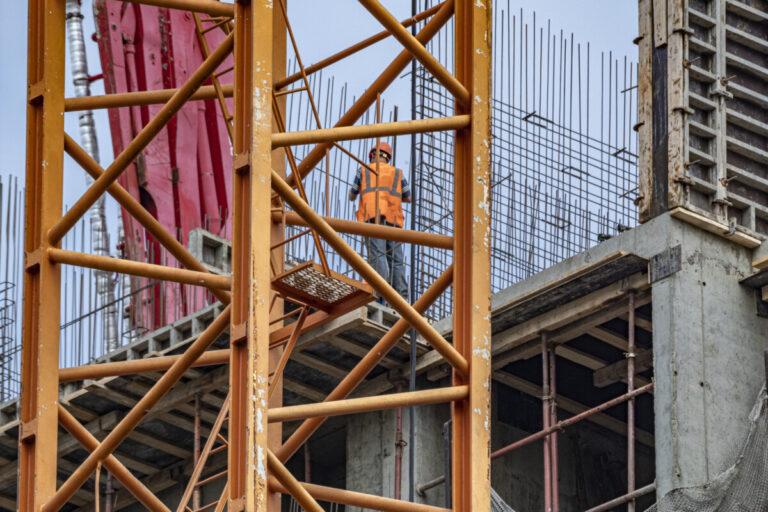 В Волжском при строительстве детского сада по нацпроекту исчезли более 2 миллионов рублей