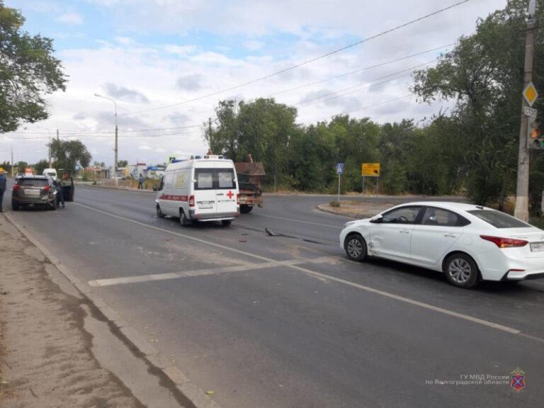 В Волгограде в ДТП со скорой пострадала 9-летняя девочка