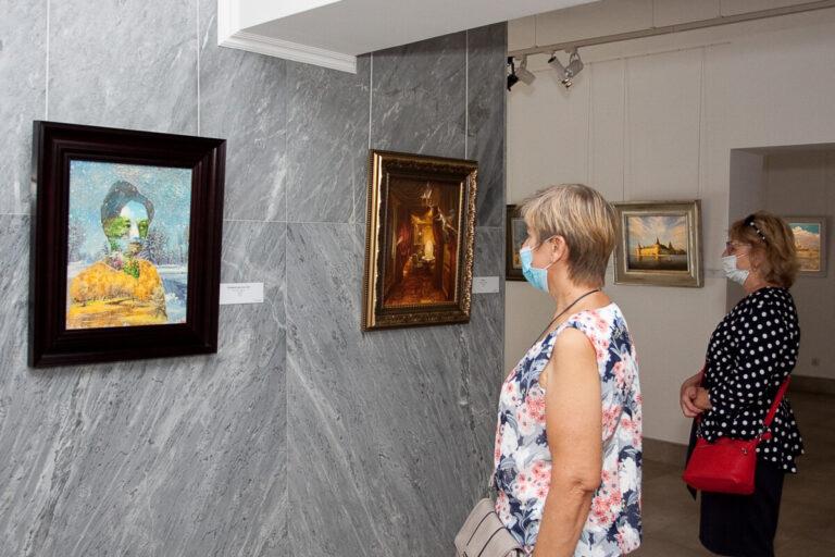Выставку Никаса Сафронова в Волгограде продлили почти на месяц